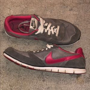 Women's Nike size 9 running shoe